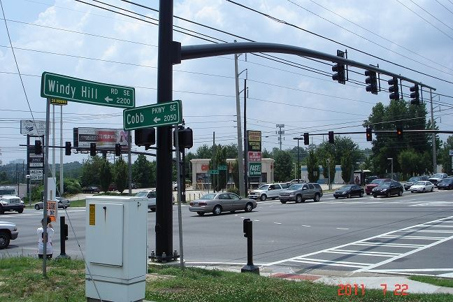Cars driving through the intersection at Windy Hill Road and Cobb Parkway Intersection
